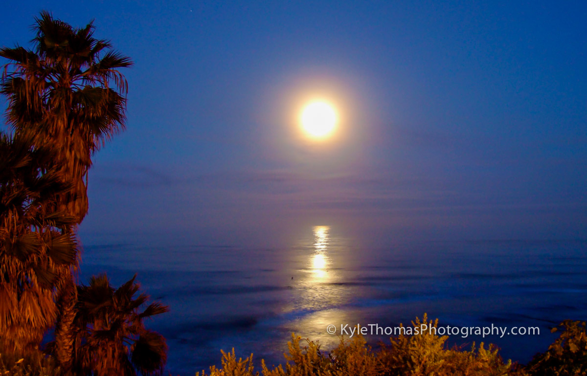 Full-Moon-Setting-Swamis-Encinitas-CA-Kyle-Thomas-Photography