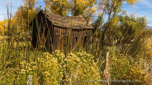 Scenic-CA-Hwy-395-Rustic-Building-Kyle-Thomas-Photography
