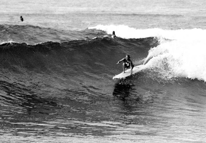 1960 Linda at Makaha photo by Keck