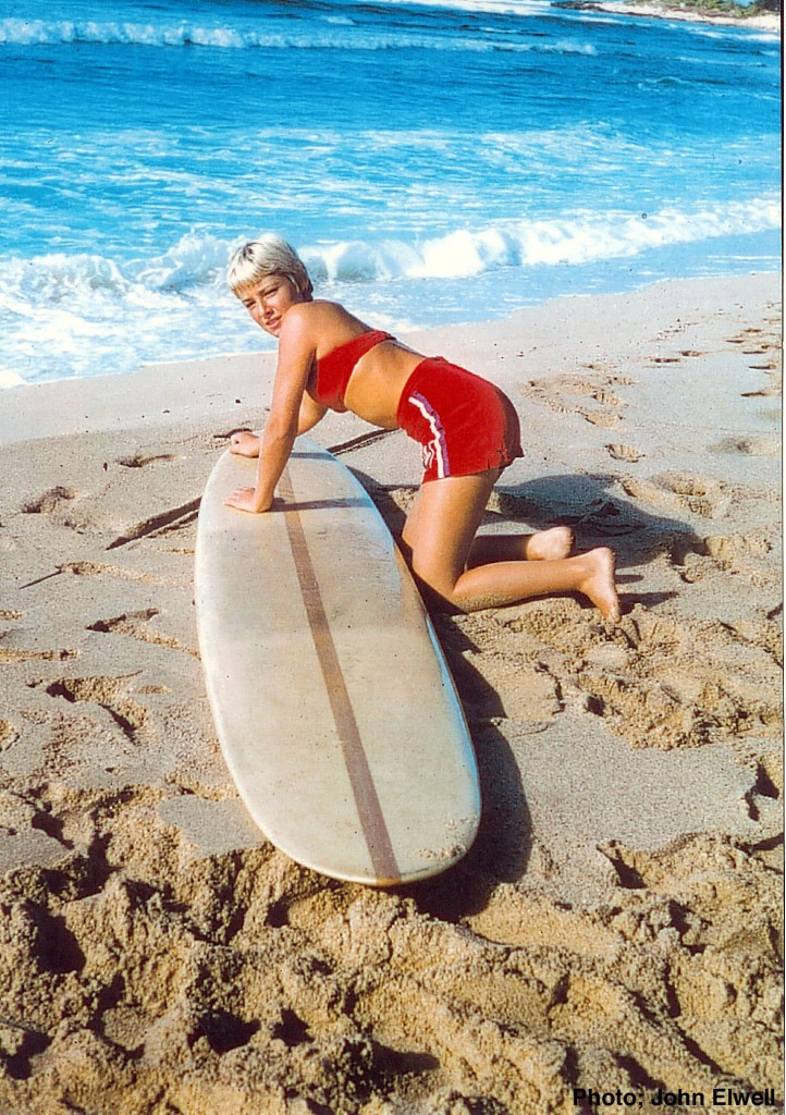 Surfer-Linda-Benson-1959-Hawaii-Photo-John-Elwell
