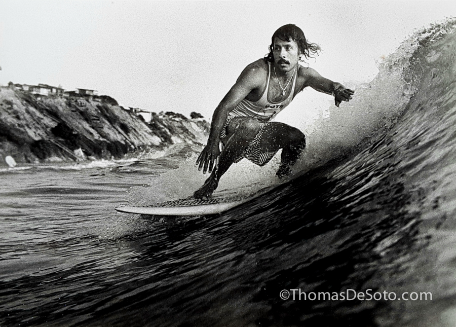 Thomas-DeSoto-Surfing-Moonlight-Beach-1977